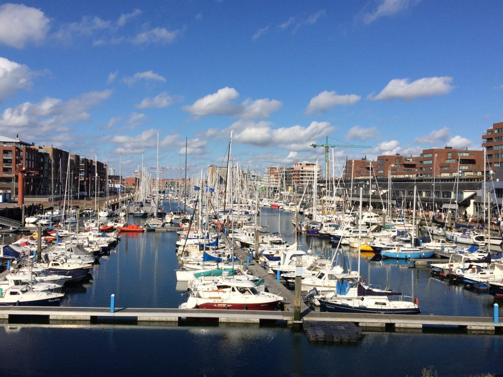 der Hafen von Scheveningen von oben