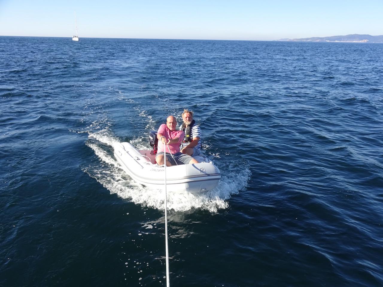 Norbert und Stefan - unser Abschleppteam, dank des guten Windes konnten wir sie dann bis zum Hafen schleppen