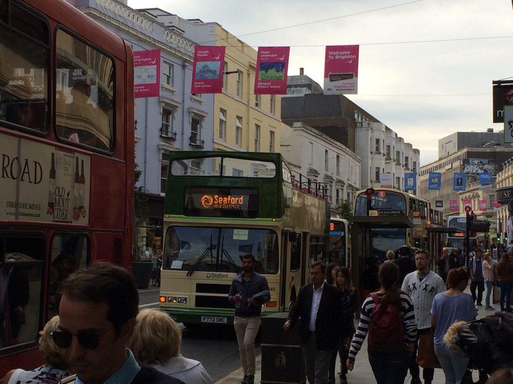 und es wimmelt nur so von diesen Bussen in der Stadt