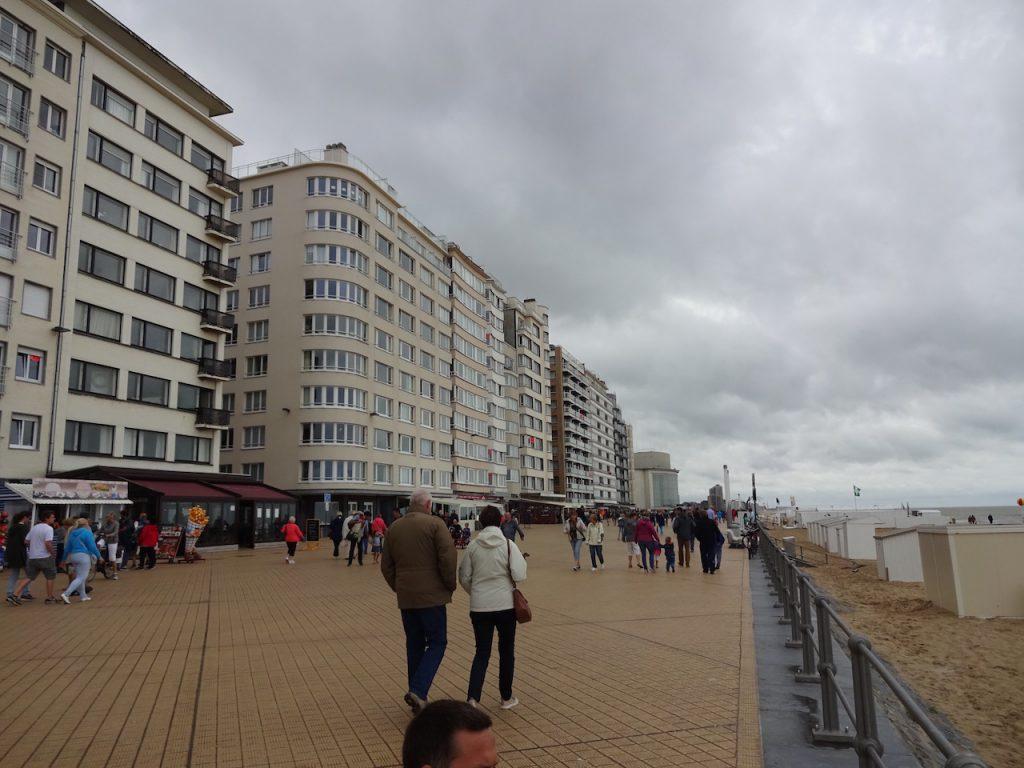 in fast jedem belgischem Seebad ist die Promenade mit viel Beton verunstaltet..