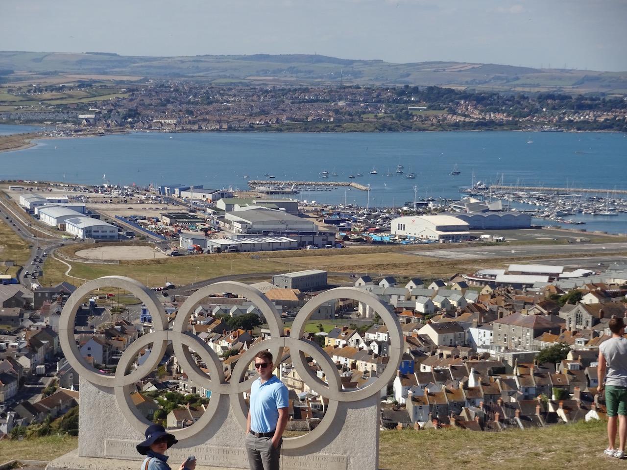 die olympischen Ringe über der Bucht von Portland