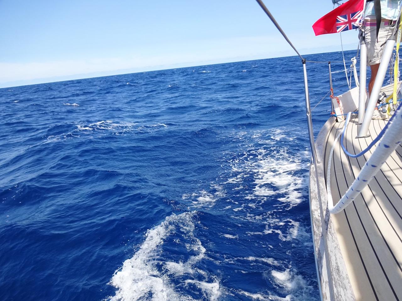 und so Blau ist das Wasser wirklich wenn es eine Tiefe von mehr als 4000 Meter hat