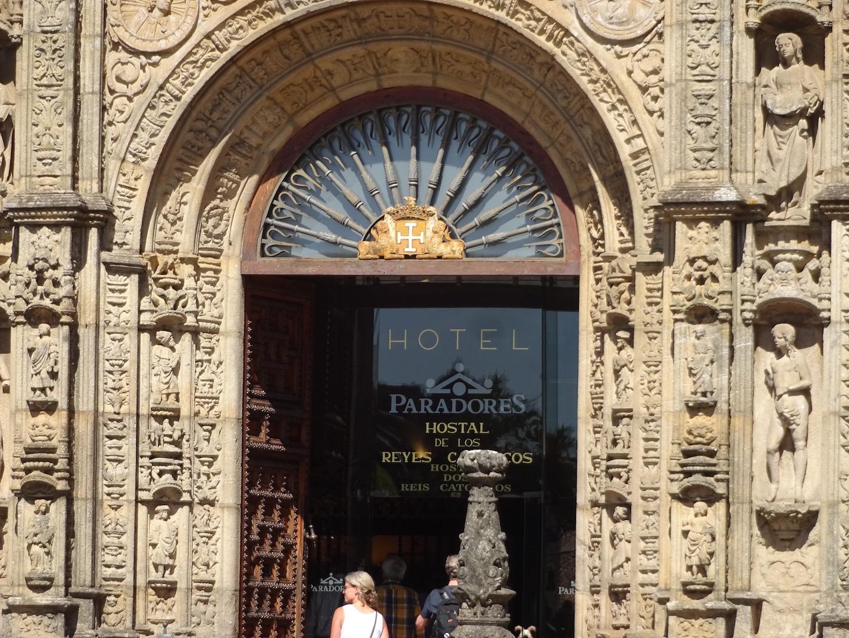 Eingang zu einem der ältesten Hotels der Welt