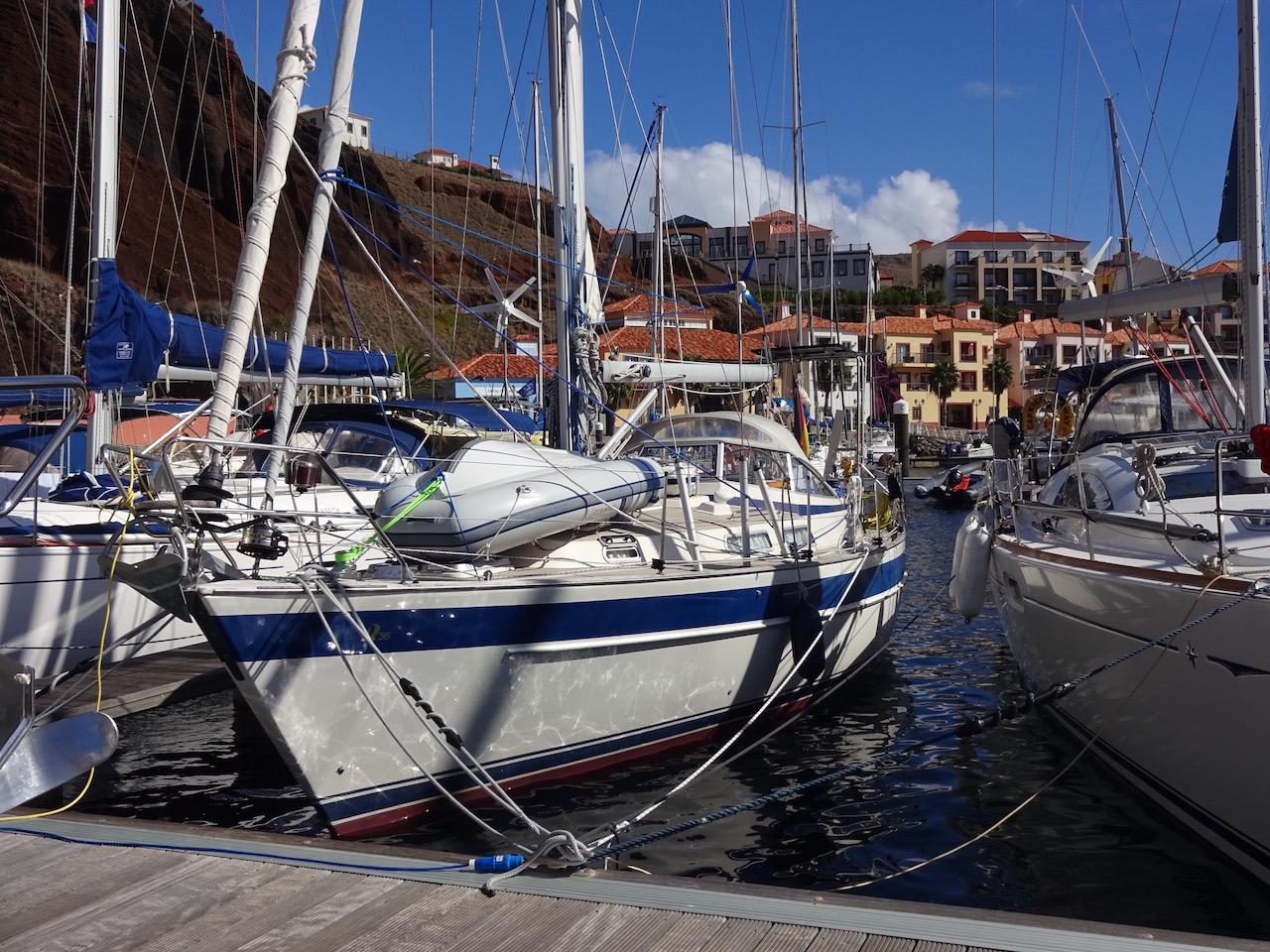 sicher vertäut im Hafen der 5 Sterne Hotelanlage von Quinta do Lorde