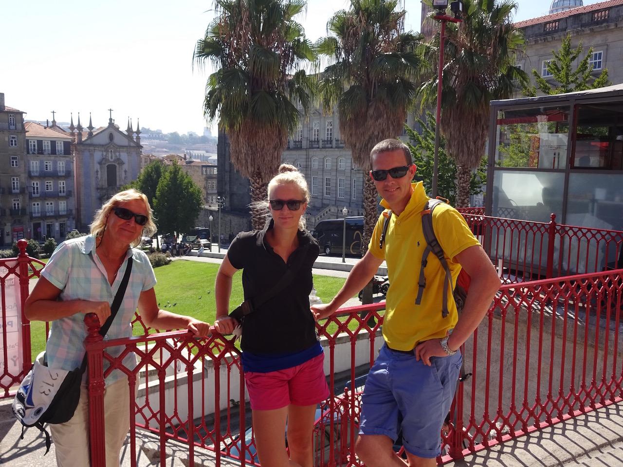 Gruppenfoto mit Palmen