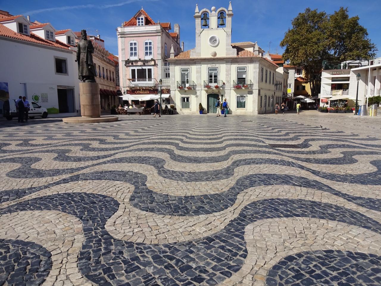 gepflasterter Marktplatz - dieses Muster findet man ganz oft in der Stadt