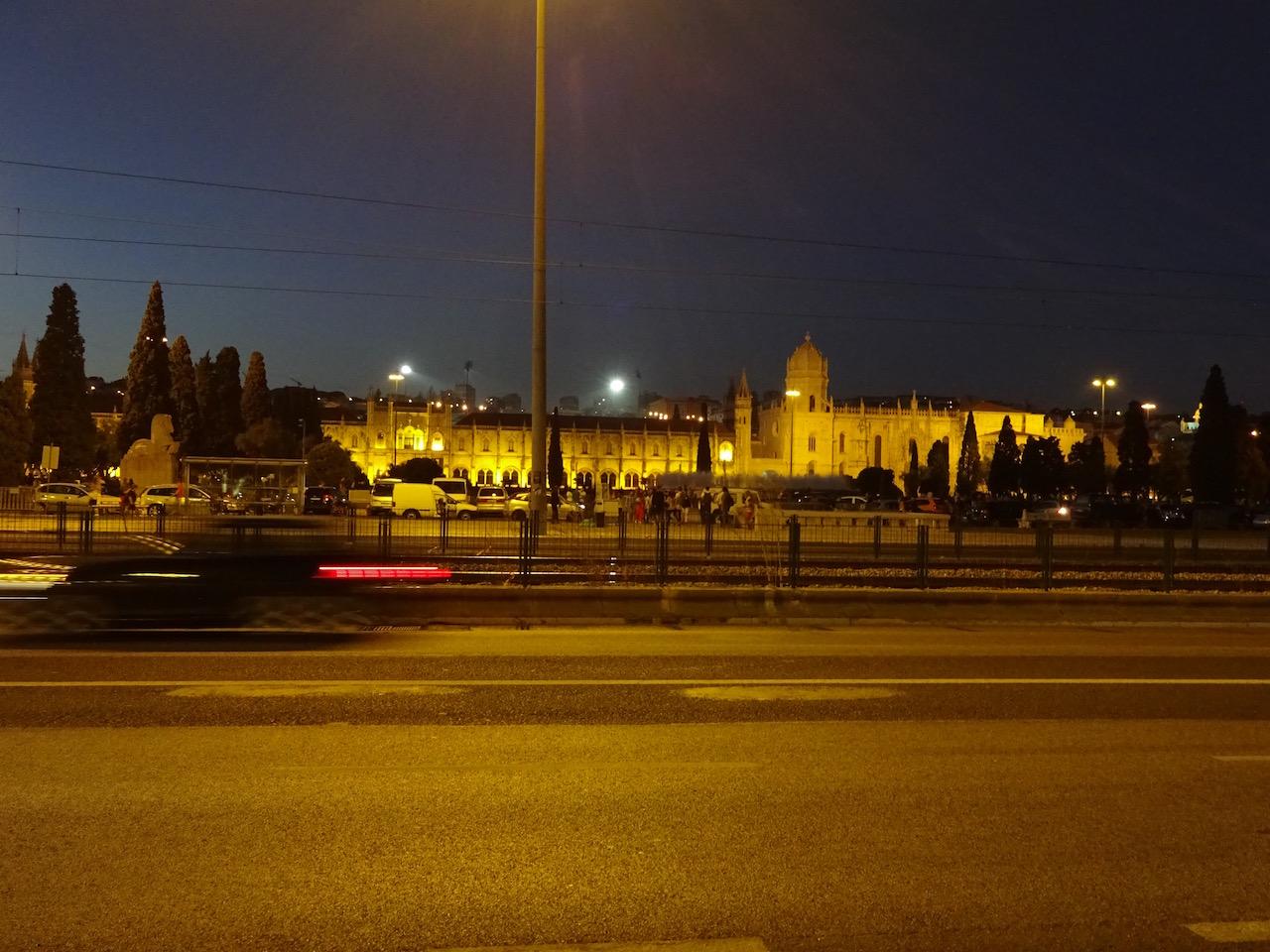 Blick auf das Kloster bei Nacht