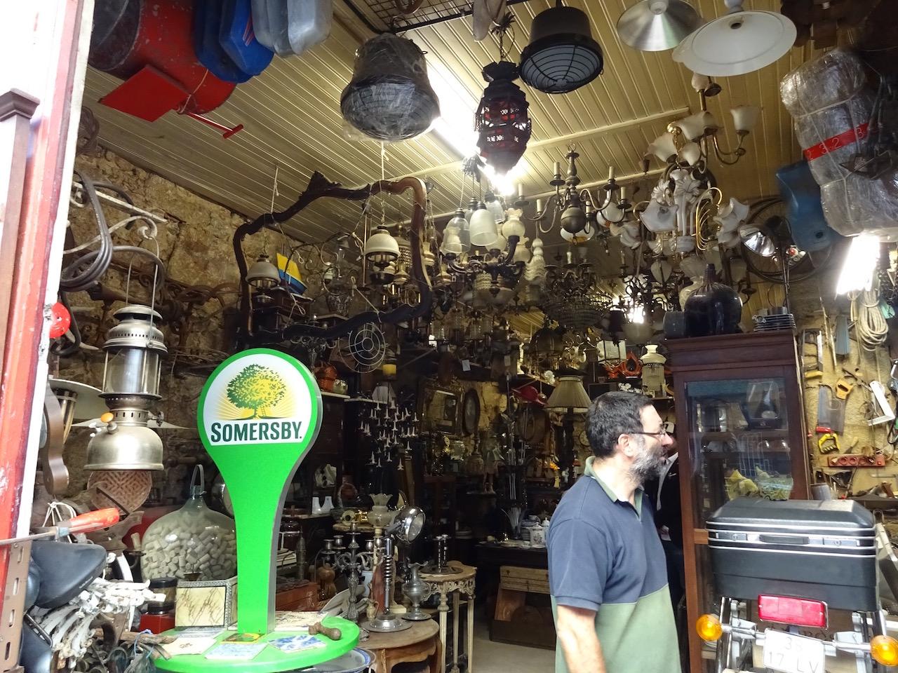 ein ( Trödel) Baumarkt im alten Stil