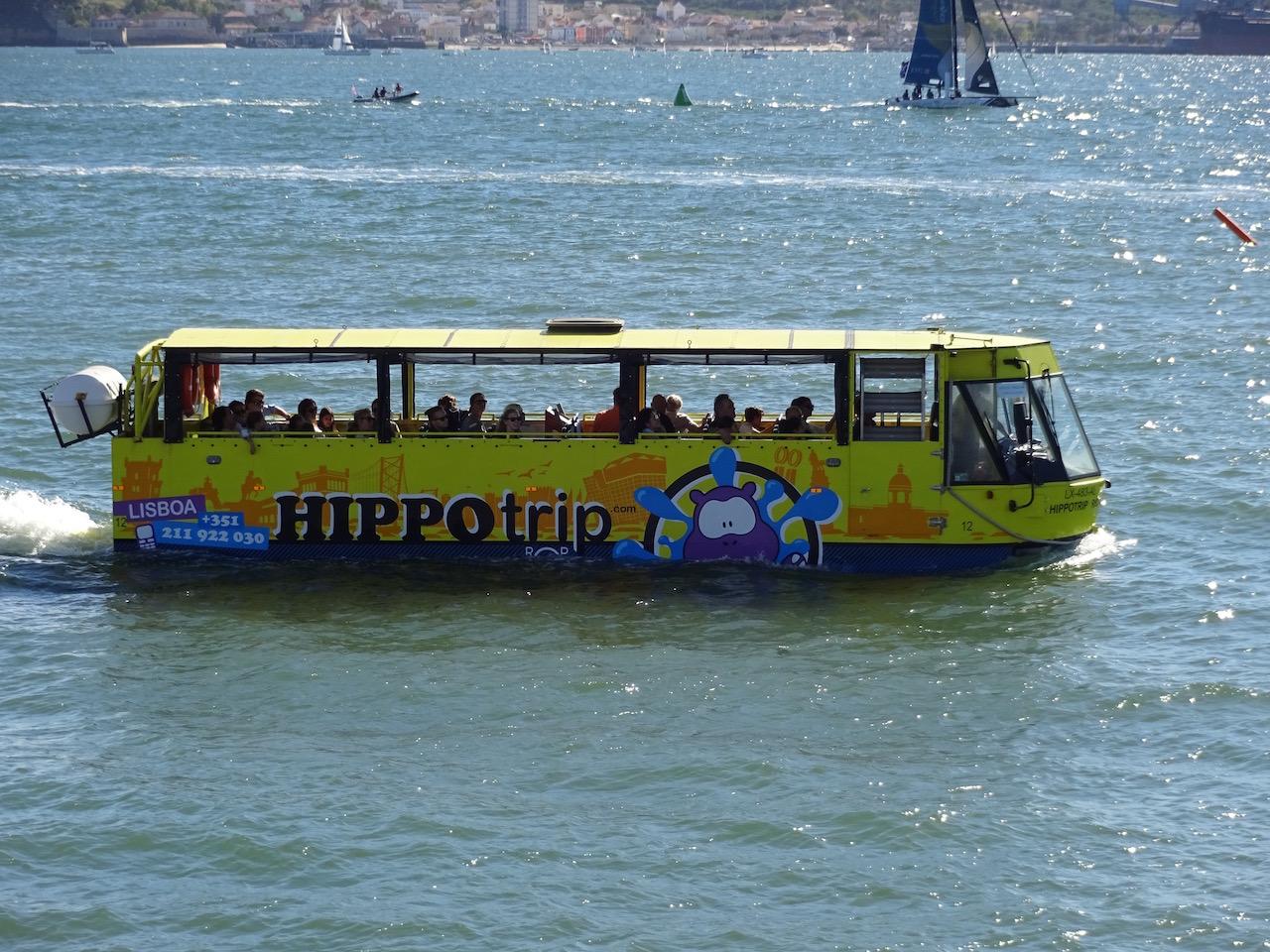 aber man kann auch gemütlich auf dem Wasser reisen :-)