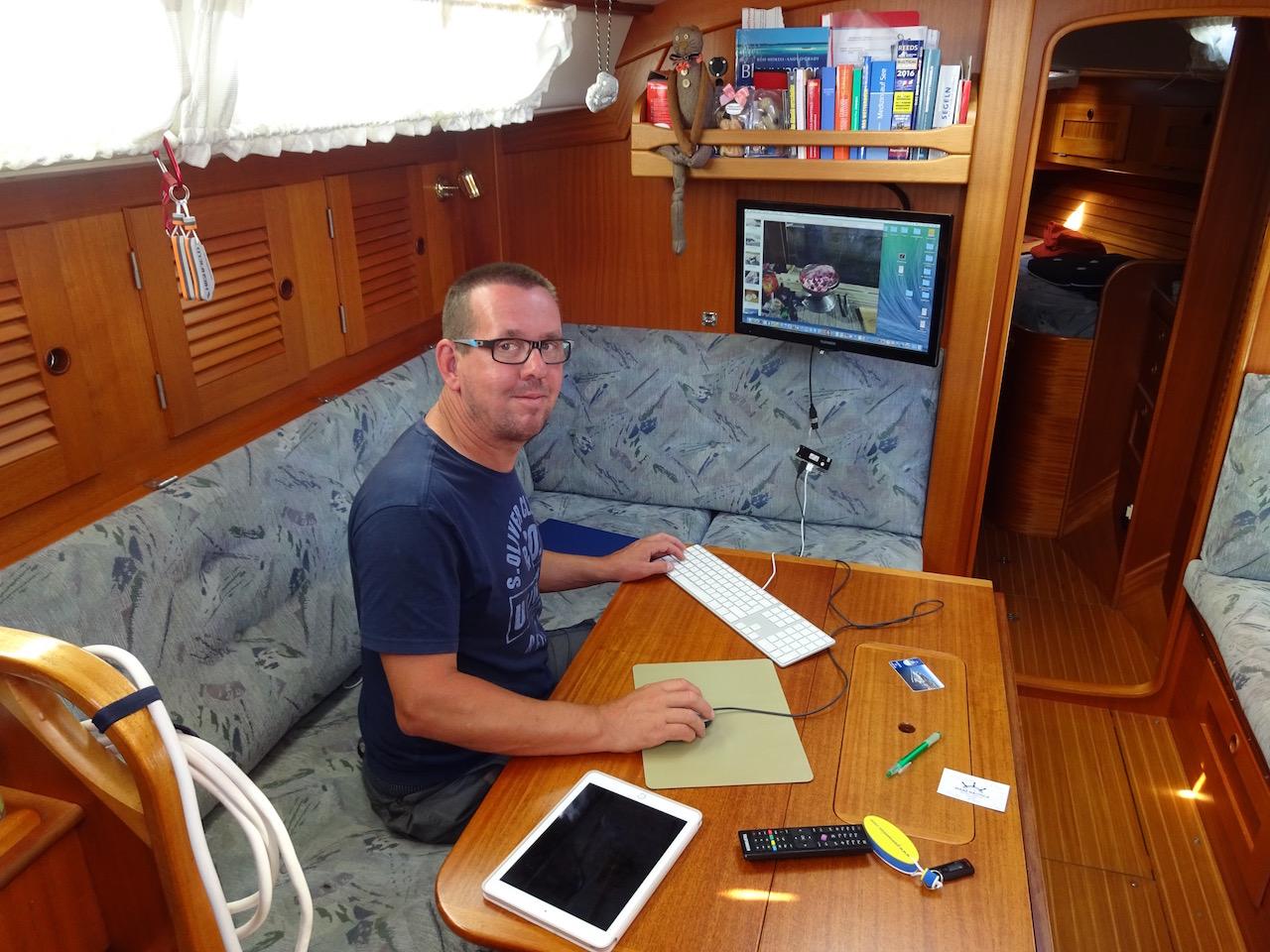 Büroarbeit - Bilder für den Blog zusammenstellen