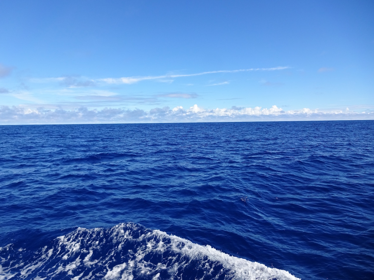 dunkelblau und mehr als 4000 Meter tief - was für ein toller Anblick!