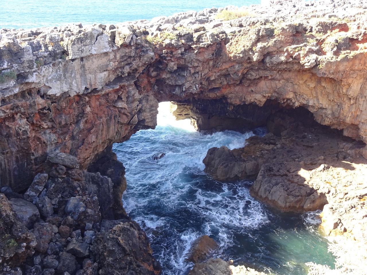 unterspülte Steilküste