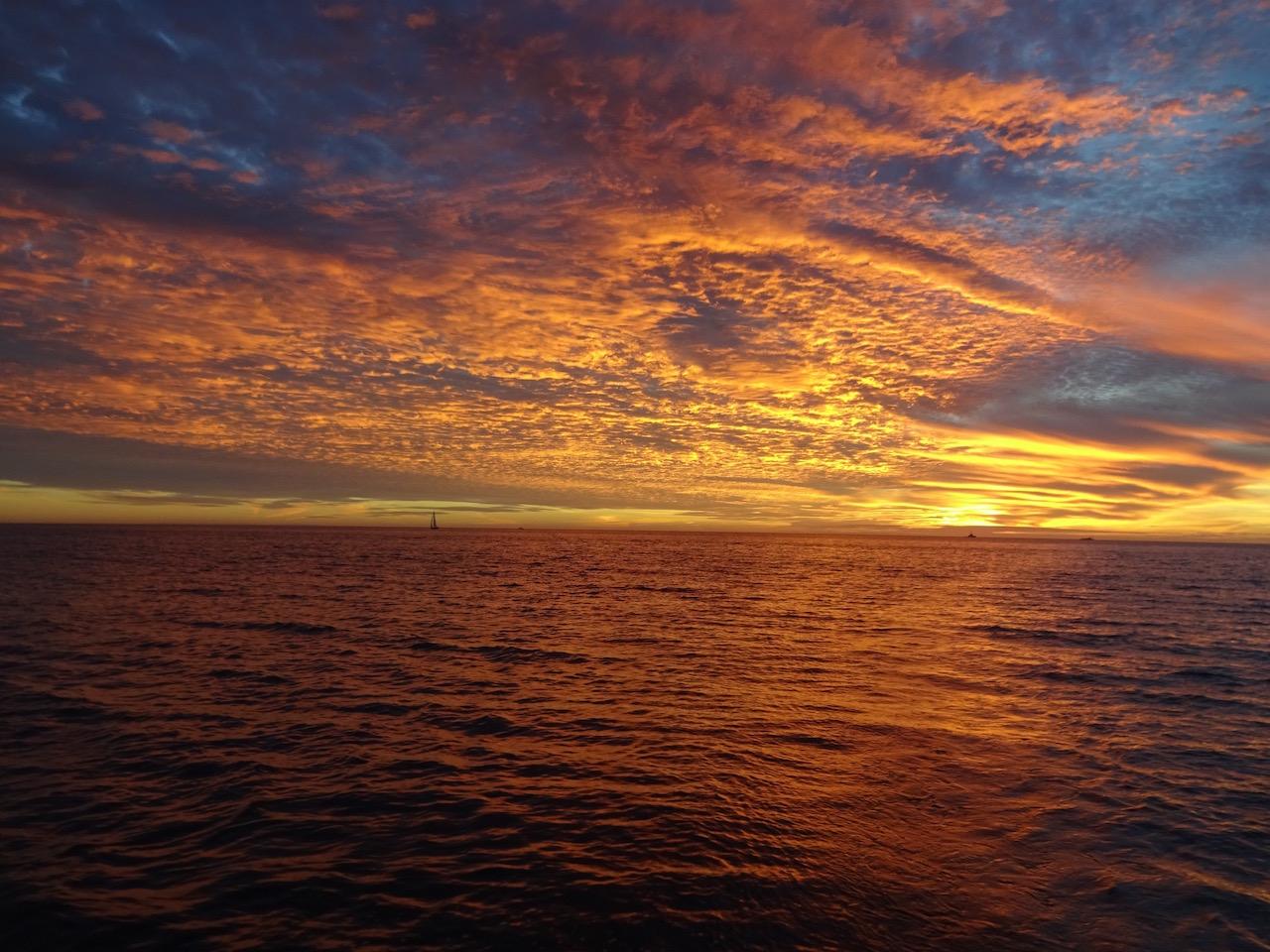 und mit dem letzten Tageslicht erreichen wir den Hafen von Cascais