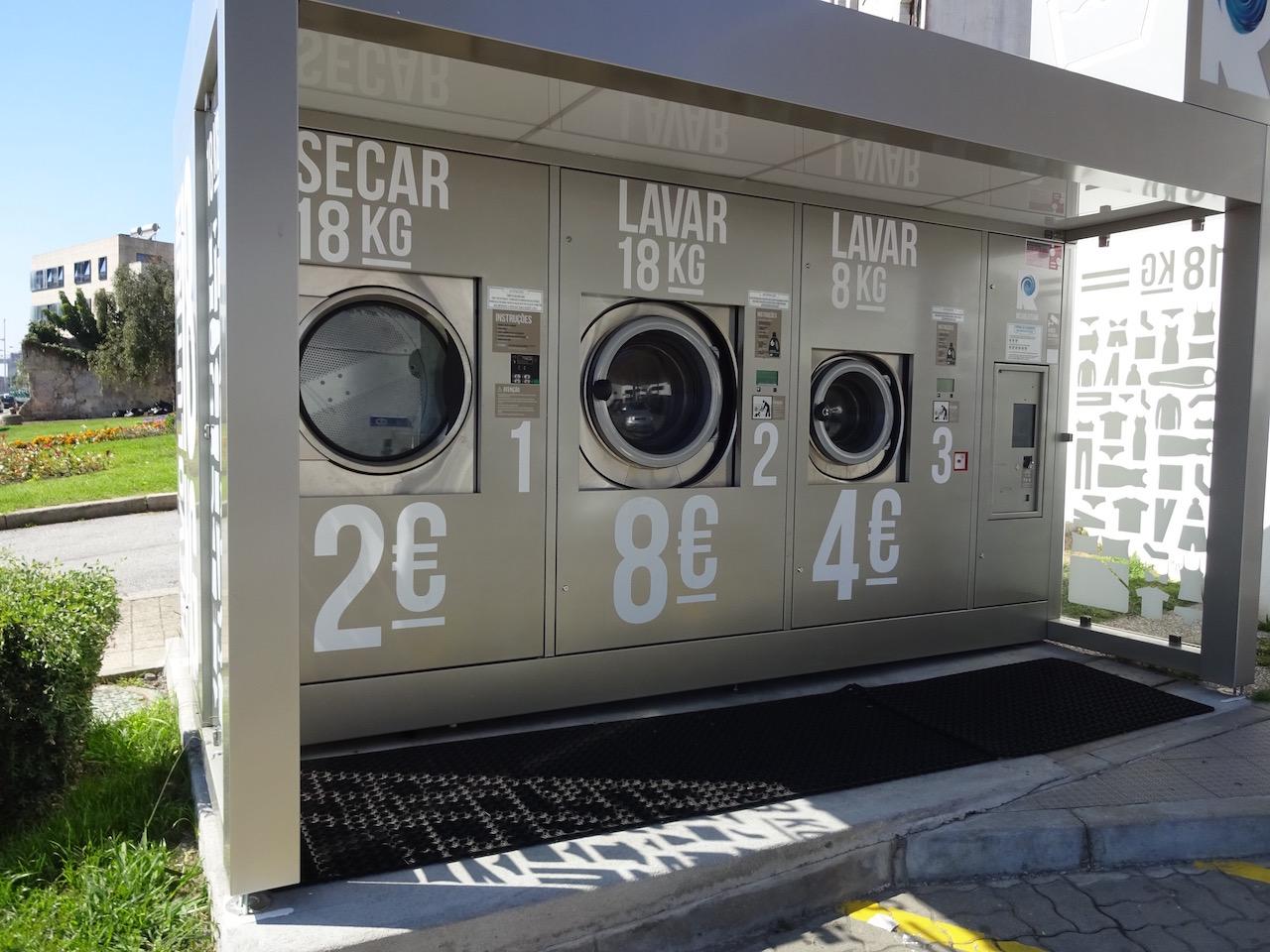 hier an der Tanke können wir unsere Wäsche waschen