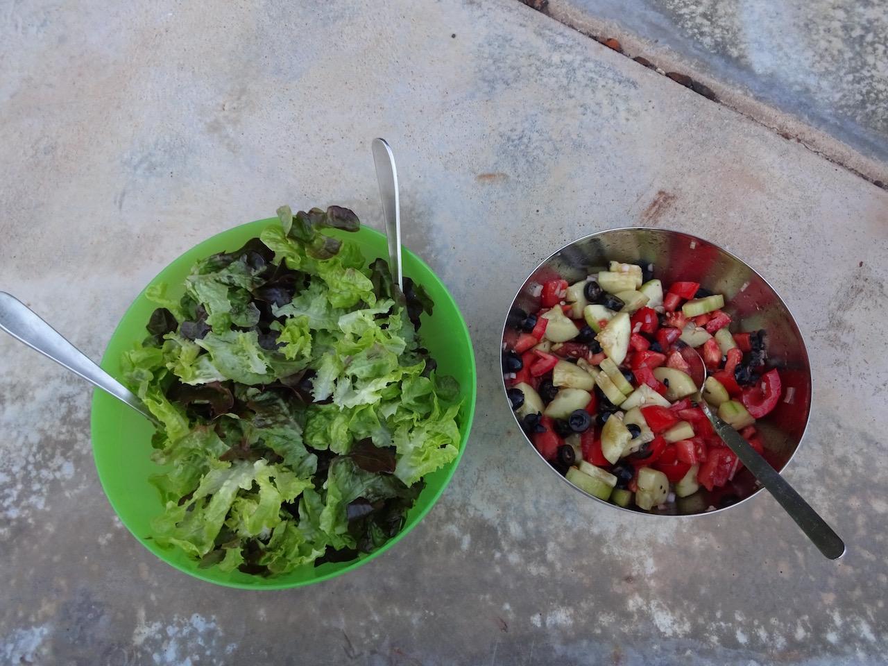 vor der Wanderung am nächsten Tag stärken wir uns mit Salat
