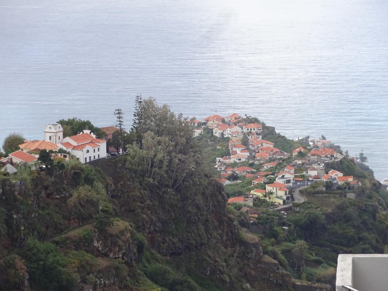 """die Plantagen in diesem Ort erhalten das Wasser von """"unserer"""" Levada"""