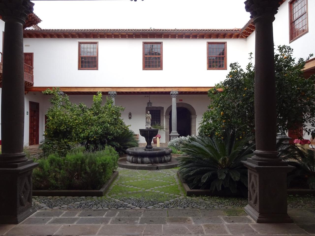und noch ein sehr schön gestalteter Innenhof